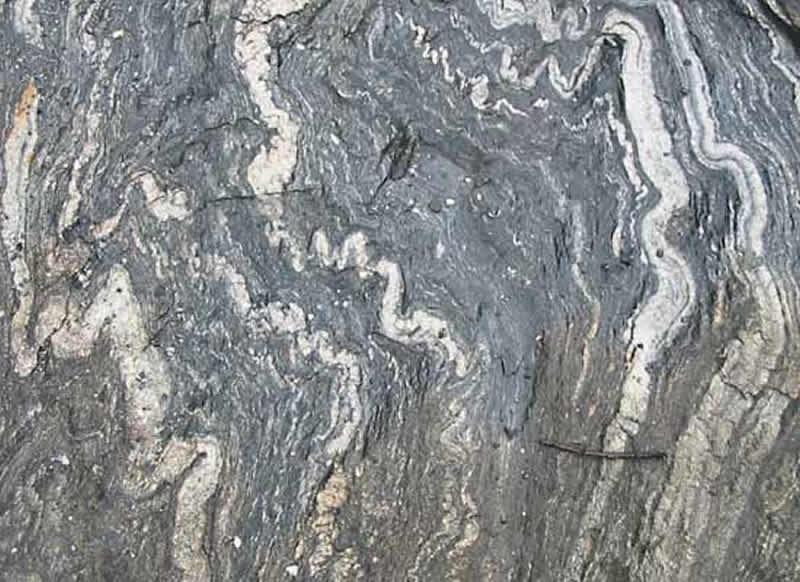 Migmatita formada por anatexis, cerca de Geirangerfjord, Noruega.